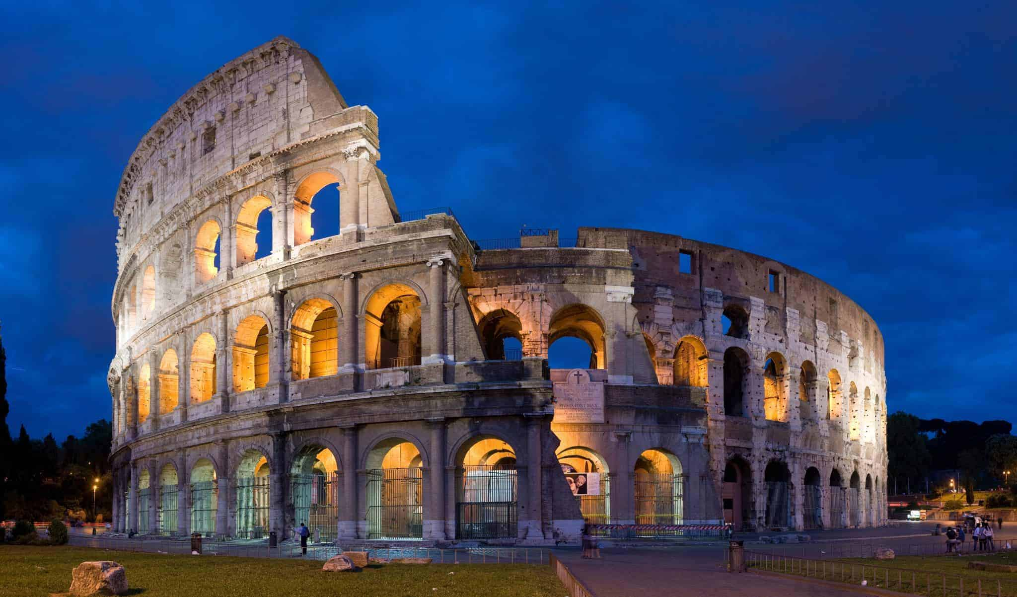 Colosseum in Rome by night, things to do in Rome, St. Peter's Square, St. Peter's Dome in Rome, visit Rome in winter, Rome in winter, winter in Rome, Vatican city, 2-3 days Rome itinerary