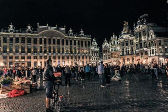 Stemning på Grand Place på kvelden