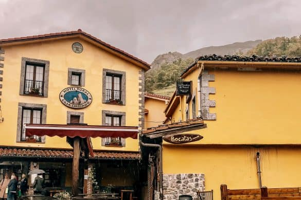 Picos de Europa nasjonalpark, Asturias, Nord-Spania, Spania, Sotres, steder å bo i Sotres