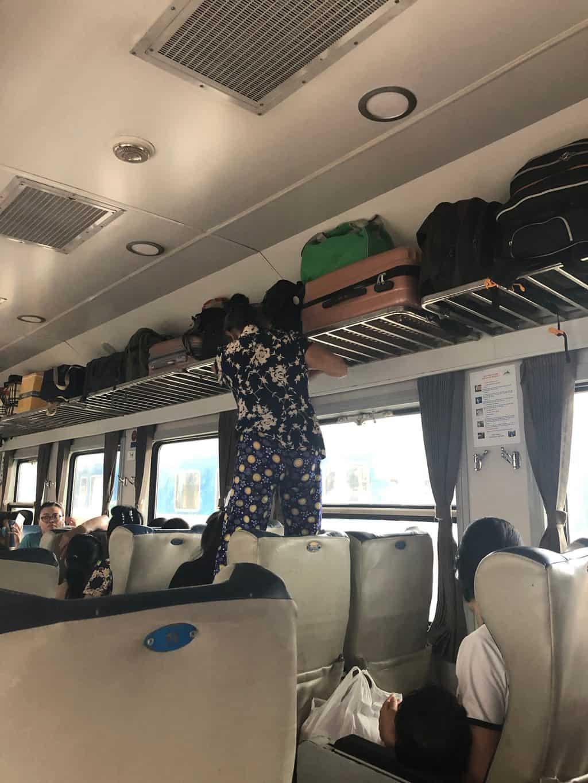 På tur med tog fra Hanoi til Tam Coc